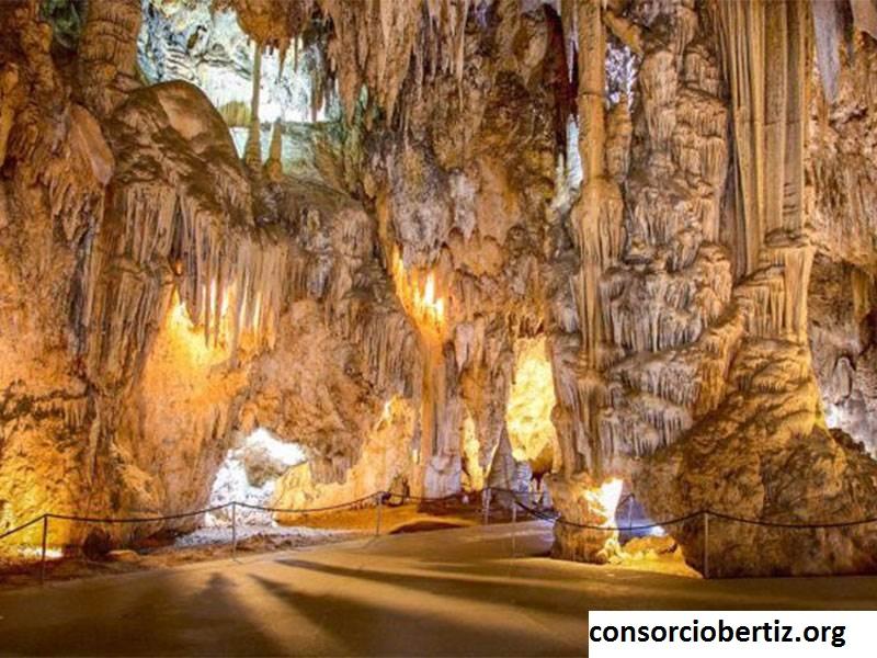 Yuk Berkunjung ke Gua Nerja, Wisata Travel Spanyol di Kota Nerja